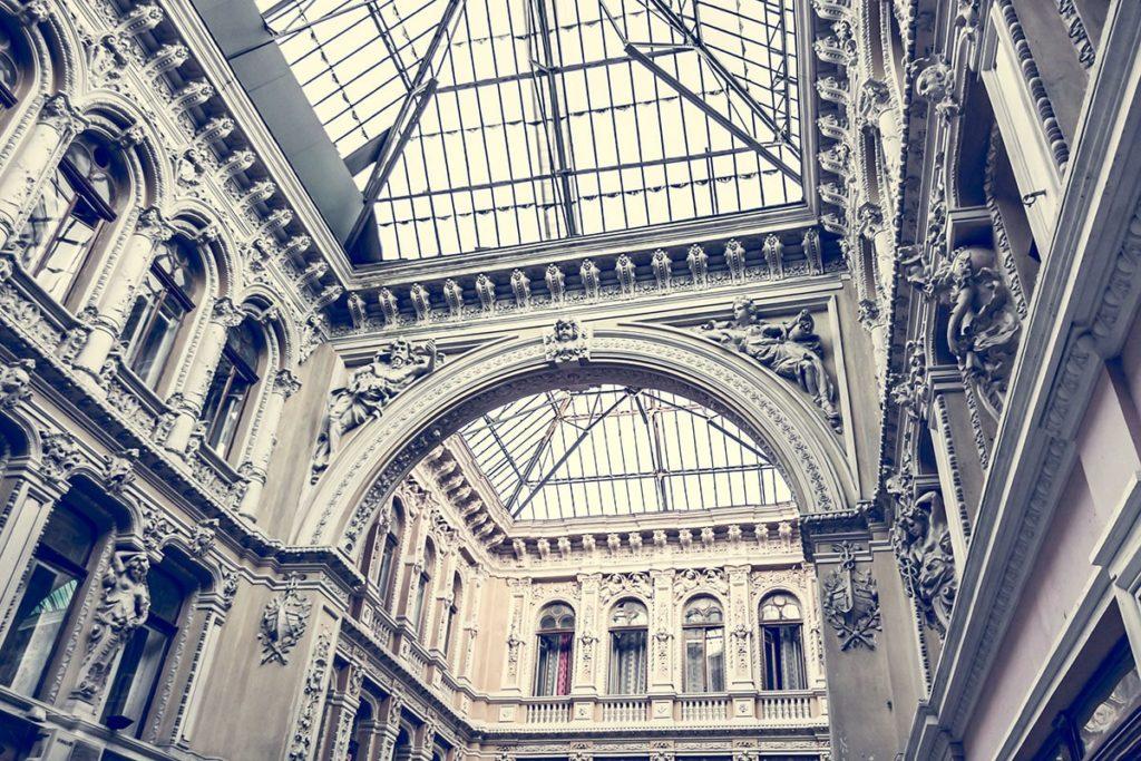 architecture-of-old-corridor-min