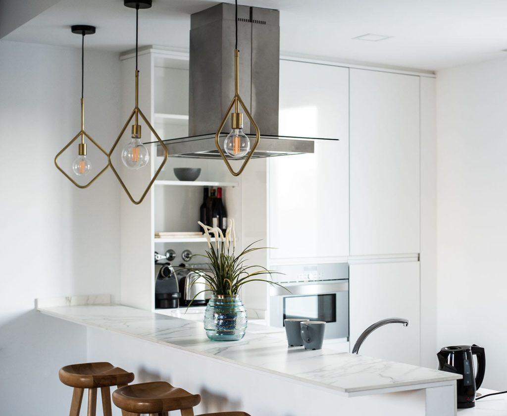 interior-design-house-and-modern-white-kitchen-Z53XFYH-min